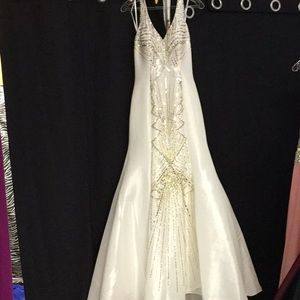 MacDuggal white size 4, pageant prom dress.NEW